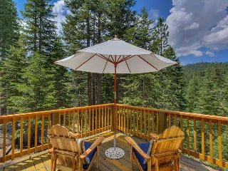 Cute and Modern Family Cabin with Spectacular Forest Views 3bd/2ba, Tahoe City