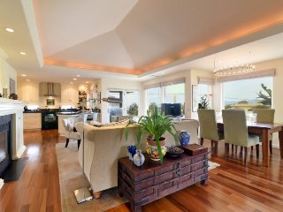Elegant Downtown Morro Bay Home 686