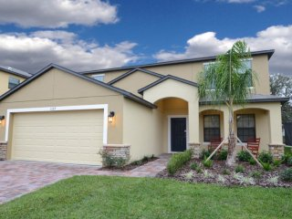 Fabulous 6 bedroom 4.5 bath home from $135nt