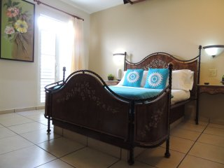 Cadiz Room, Toa Baja