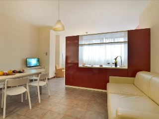 Spacious 1bdr apt with parking, Bologna