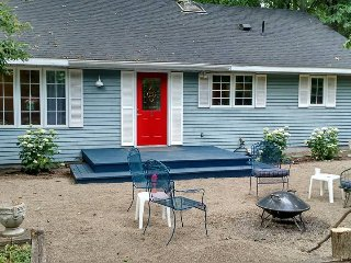 Beautifully Renovated 'Pinebrook Cottage' 2BR 1BA, New Buffalo