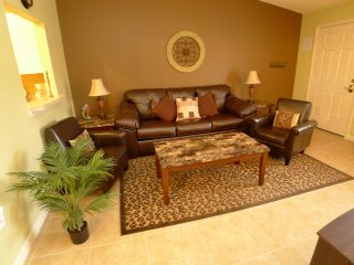 Value Priced, Cozy 2BR 2Bath Condo w/ resort pool 2 miles to Disney from $100/nt