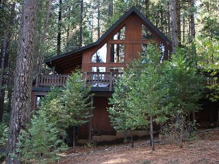 Updated  Blue Lake Springs Home across from Rec Center, SNOWFLAKE CHALET!, Arnold