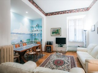 Cozy, bright 2bdr in Parioli