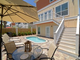 BE OUR GUEST: New & Modern-Gulf Views-Bikes-Pool, Miramar Beach