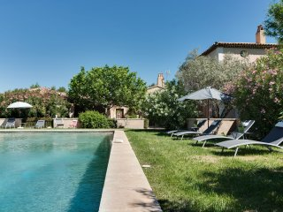 Elegant farmhouse in the heart of a wine-producing, St-Rémy-de-Provence