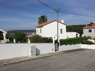 Lagoon views villa in walking distance to beach, Foz Arelho