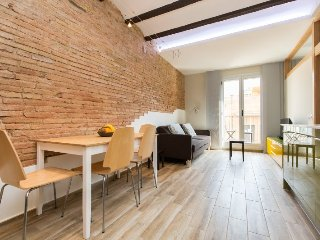 Trendy Apt with balcony in vibrant Gracia - BCN, Barcelona