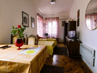 "DELUX ROOM WITH FLAT32"" MAX TV,AIR CON AND KITCHEN, Zadar"