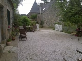 3b/r farmhouse nr Guerledan lake. Enclosed garden, Cleguerec
