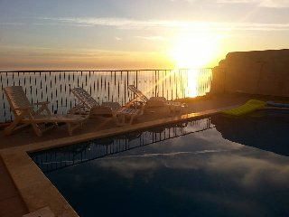Villa direct on cliffs edge Zebbug Gozo(Sleeps 17)