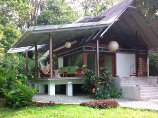 Casa Bella-Tranquil Jungle Home 3 minutes to beach, Puerto Viejo