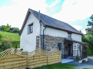 OWL'S NEST, set on working farm, enclosed lawned garden, off road parking, pet-f