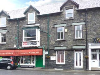 MOUNTAIN ESCAPE village centre, over first and second floors, WiFi in Coniston ref 926307