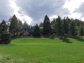 3 Bedroom Family Retreat on 2 Acres, Denver
