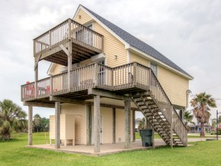 Prime 3BR Galveston House w/Private Deck!