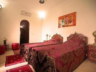 Chambre Ali Baba 1 très grand lit 2 Personnes + 1 lit 1 Personnes ou 3 lits 1 Personne