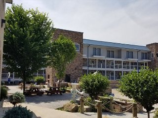 New - 4 BR Putinbay Waterfront Condo, All the Comforts of Home - 10 ppl max