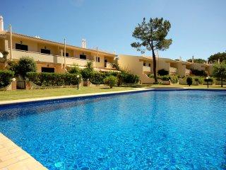 Villa Mouravillas- charming villa close from golfe, Vilamoura