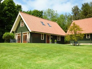 APPLE TREE LODGE, quality, en-suites, great shared grounds, WiFi, close