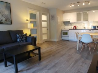 Beautiful, Modern & Unique Vacation Condo Min. to Lake, Village, Scandinave Spa, Collingwood