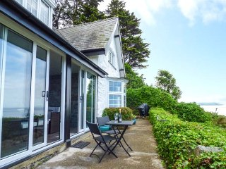 BRIAR BANK detached elevated cottage,  en-suite, far-reaching views, garden room, WiFi, in Llanaber Ref 930448