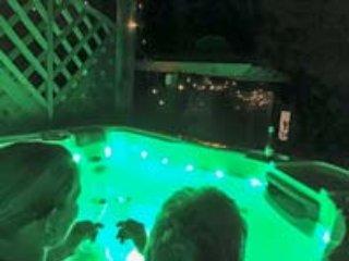 ORCHARD COTTAGE, detached, romantic, hot tub, WiFi, pet-friendly, Blakeney Ref