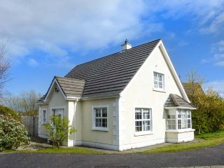 MARSH HOUSE two sitting rooms, detached house, private garden in Ballycastle Ref 934500