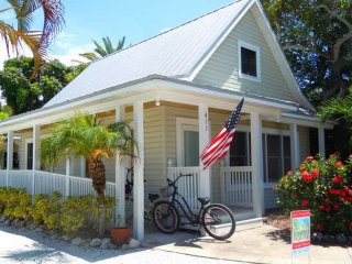 Island Place Cottage: Beautiful Pet-Friendly Cottage On Historic Pine Ave!