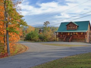 Dreamcatcher's View 3 Bedroom 3 Bath Log Home, Sevierville