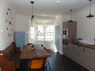 Contemporary Apt with a Retro Twist & Sea Views in Porthcawl Town Centre
