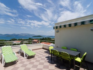 Apartments Gusti - Two-Bedroom Apartment with Balcony and Sea View, Drace