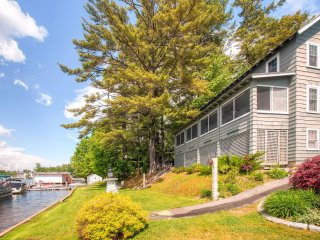 New Listing! Outstanding 6BR Laconia House w/Wifi, Screened Porch & Sensational Views - Situated Right on Beautiful Lake Winnipesaukee!, Laconie