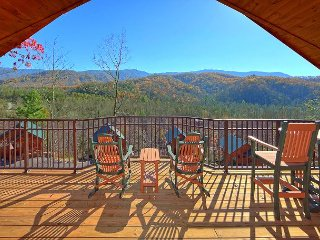 """Brand New 1 Bedroom Cabin with Jacuzzi, 4 Fireplaces and 55"""" 3D TV w/Blu Ray, Gatlinburg"""