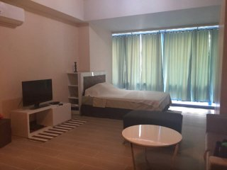 17B Two Central Studio Condo, Great Location, Makati