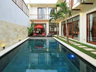 Ultra Modern Luxury 4 BR + pool table, Seminyak