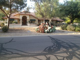 Beautiful Custom Home with large park like yard., Queen Creek