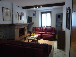 Cozy apartment near train station, Bagni Di Lucca