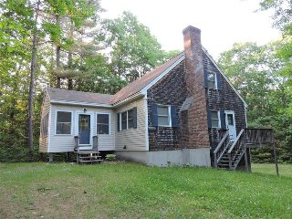 Adorable Suissevale on Winnipesaukee Home for 6!, Moultonborough