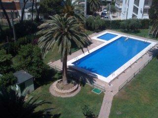 Apartamento en Salou 2 hab. y piscina a 400m playa