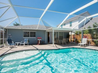 Perfect Location Walk to Beach Heated Pool *Free Wifi* *Beach Supplies & Grill*