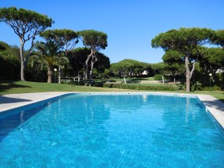 Peaceful Attached Villa With HOT TUB, Vilamoura