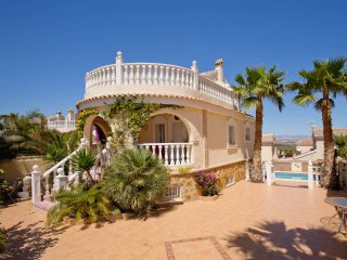 Detached villa with separate apartment, Gran Alacant