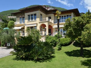 Villa Fasanella, with private pool, lake view, AC, Gardone Riviera