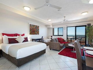 Darwin Executive Studio + FREE CAR Sleeps 3