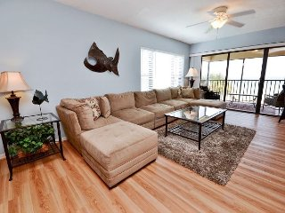 Arie Dam 201 - Spacious Gulf Front Corner Condo with Exceptional Views!, Madeira Beach