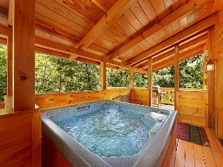 Secluded Luxury 3 Bedroom Just MInutes from downtown Gatlinburg