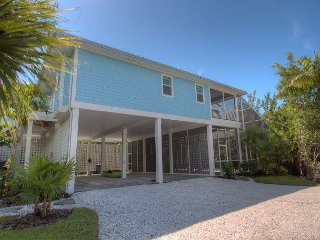 Island Obsession: Brand New Tropical Paradise Home Near Beach with a Pool!!, Sanibel Island