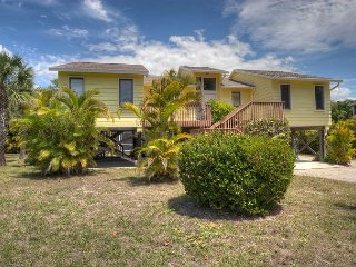 Beach Time: Secluded West Gulf Drive 3BR Pool Home Right Across from Beach!, Isla de Sanibel